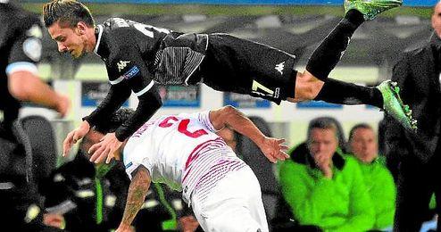 El Borussia pas� por encima del Sevilla en M�nchengladbach.