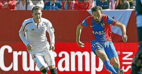 Cristóforo, en un lance del partido ante Morales.