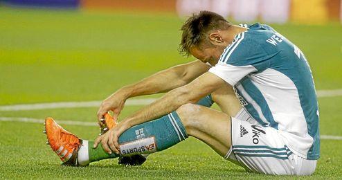 Westermann cay� lesionado en el Camp Nou.