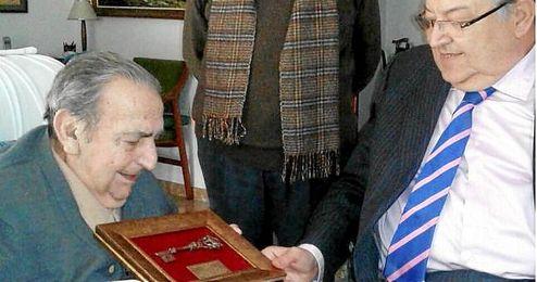 Pedro Buenaventura recibe la 'Llave del Centenario' de Federaci�n Andaluza