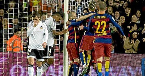 El Barça goleó 7-0 al Valencia en la ida de semifinales de Copa.