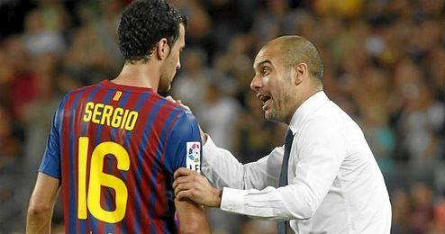 En la imagen, Guardiola en su etapa como t�cnico cul�, dando instrucciones a Busquets.