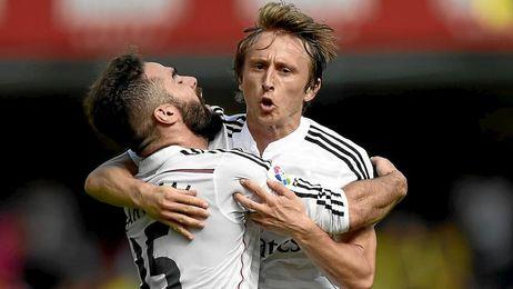 Modric y Carvajal durante un encuentro con el Madrid.