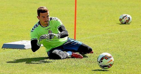 Javi Varas, durante un entrenamiento de Las Palmas.