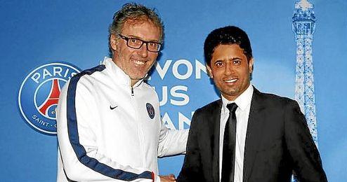 Blanc, junto a Nasser Al-Khela�fi tras su renovaci�n.