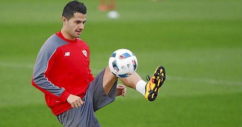 Vitolo, durante un entrenamiento con el Sevilla.