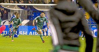 Vargas asiste, marca y salva un gol en Riazor