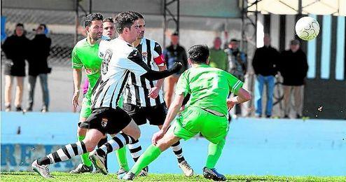 La Barrera se llevó el derbi mairenero en un partido donde el viento no dejó disfrutar del fútbol.