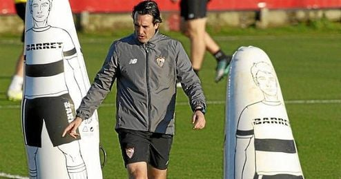 Emery, en el entrenamiento previo a dar a conocer la lista.