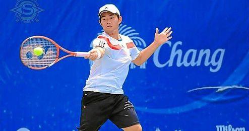 Jatuporn Nalamphun durante un partido de tenis.
