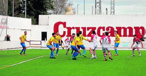 En la imagen, lance del encuentro disputado el pasado domingo entre el Utrera y el San Juan.