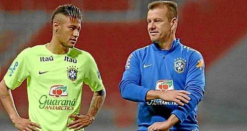 """""""Tenemos que negociar con los clubes para que liberen a sus jugadores"""", agregó el seleccionador."""