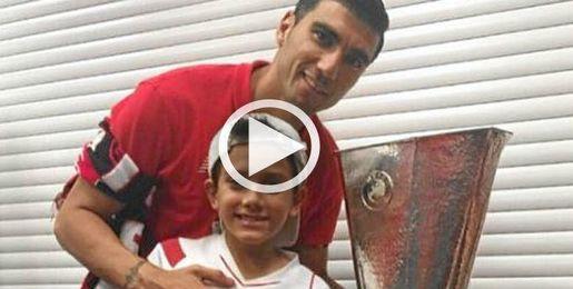 Jos� Antonio Reyes, junto a su hijo.