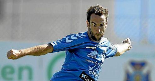 """""""Lo que importa son los resultados y ganar como sea"""", afirmó el central del CD Tenerife."""