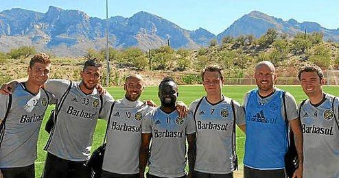 Tarek, junto a sus compa�eros en la pretemporada en Tucson.