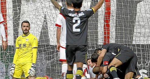 El Sevilla vio volar en Vallecas una renta de dos goles.