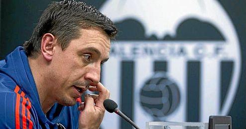 Neville, técnico del Valencia.