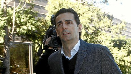 Pedro Martínez de la Rosa conduciría el nuevo Outlander PHEV.
