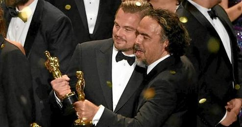 Leo DiCaprio por fin presume de estatuilla.