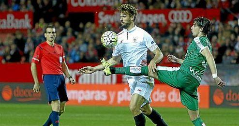 Fernando Llorente, en una jugada ante el Eibar.