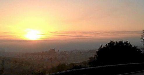Imagen de la intensa niebla que cubr�a Sevilla a primera hora de la ma�ana.
