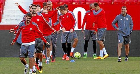 Imagen de un entrenamiento del Sevilla en el Sánchez Pizjuán.