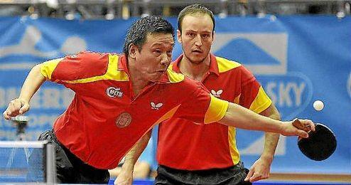 Juanito, con la selección española de tenis de mesa.