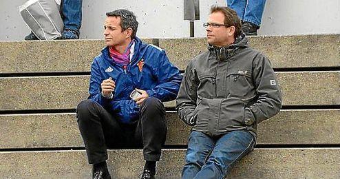 Georg Heitz (derecha), director deportivo del Basilea.