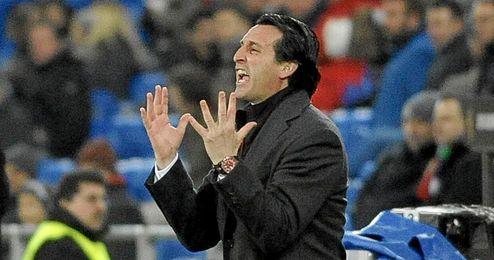 Unai Emery estuvo tenso durante todo el partido.