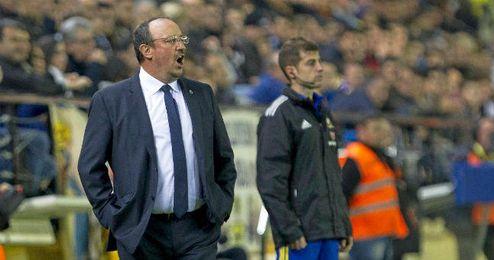 Rafa Ben�tez dirigiendo a su ex-equipo, el Real Madrid.