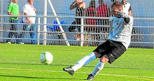 El meta cerreño Alexis evitó el triunfo local parando un penalti.