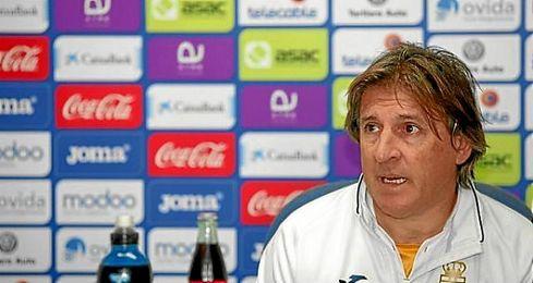 """El Real Oviedo destaca y agradece la """"profesionalidad, entrega y dedicaci�n"""" del ya exentrenador carbay�n."""