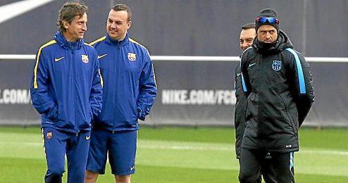 Luis Enrique, con su cuerpo técnico en el entrenamiento del Barça.