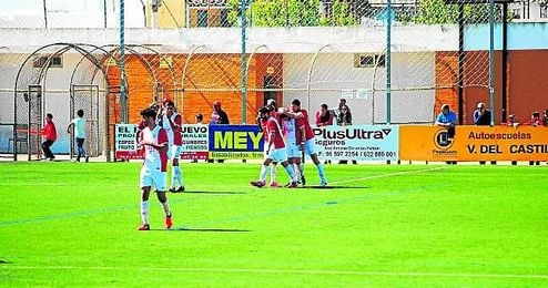 En la imagen, el Antoniano celebra el primer gol conseguido el pasado domingo contra el Espeleño.
