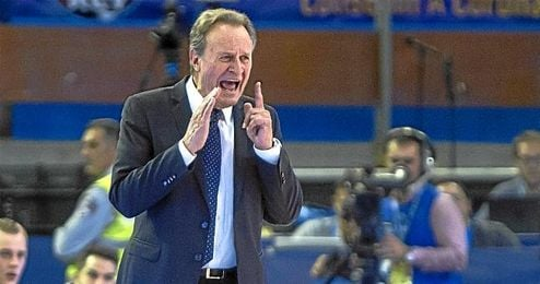 Aíto se enfrenta ante Balonces Sevilla.