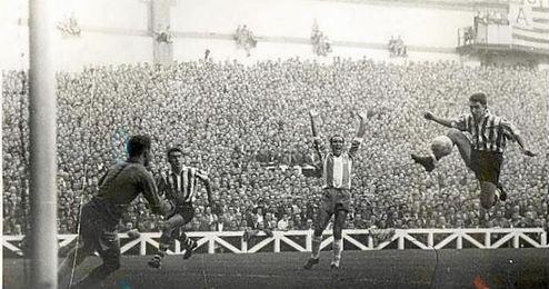 Jose Luis Atetxe anotó 133 goles con la elástica del Athletic de Bilbao.