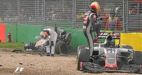 Imagen posterior al accidente de Fernando Alonso en Australia.