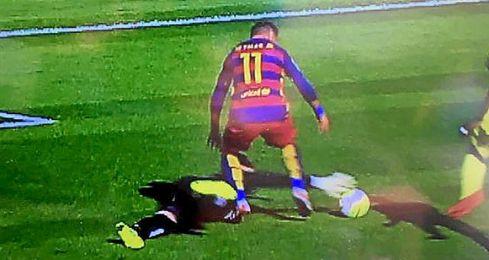 El penalti pitado por S�nchez Mart�nez que no fue.