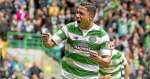 Izaguirre celebre un gol con el Celtic.