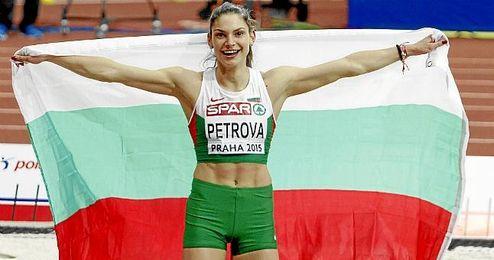 Gabriela Petros, celebra un triunfo.