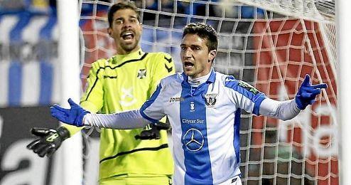 En la imagen, los jugadores del Leganés, Dani y Gabriel.