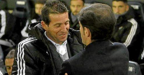 En la Imagen, Merino saluda a Marcelino en El Madrigal.