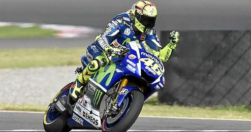 Rossi, sobre su Yamaha.