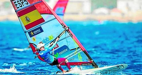 La sevillana Marina Alabau, tercera el miércoles, bajó ayer hasta el quinto lugar en la tabla.