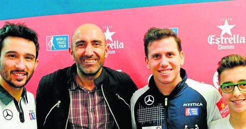 Paquito Navarro, junto al técnico del Sporting de Gijón, Abelardo.