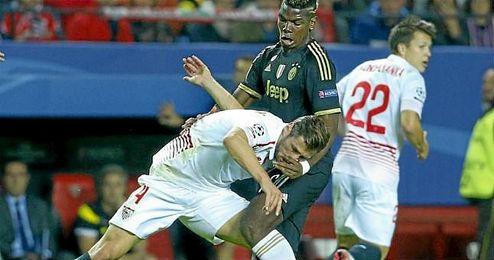 Krychowiak pelea un balón con Pogba en un partido de Champions de esta campaña.