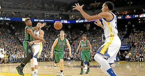 Imagen del partido entre los Warriors y los Celtics en el Oracle Arena.