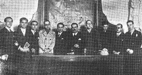 Manuel Blasco Garzón, sexto por la izquierda.
