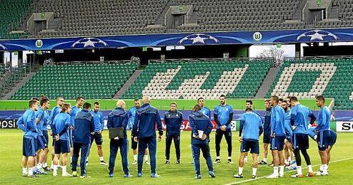 La plantilla del Real Madrid, atenta a las indicaciones de Zinedine Zidane