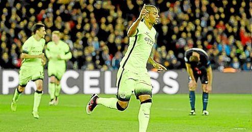 Fernandinho celebra el empata a dos ante el PSG.